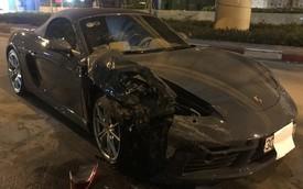 Hà Nội: Porsche 718 Boxster bạc tỷ nát đầu sau khi đâm vào đuôi xe Innova