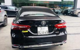 'Bốc' trúng biển xấu, chủ xe Toyota Camry 2019 mới đi đã rao bán với giá 1,35 tỷ đồng
