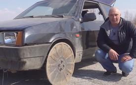 Lấy nắp cống thay bánh xe: Khả thi nhưng xin đừng thử!