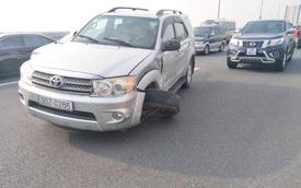 Hà Nội: 2 xe ô tô va chạm trên cầu Nhật Tân, tắc đường dài hàng km