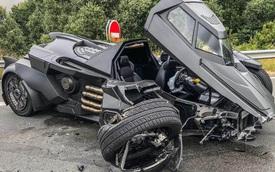 Batmobile làm từ Lamborghini tan nát vì đối đầu Renault