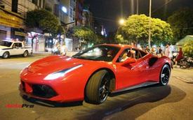 Tuấn Hưng cầm lái Ferrari 488 GTB vừa 'hồi sinh' chở học trò đến chung kết The Voice