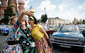Đã mắt với dàn 120 xe cổ hiếm - độc - lạ hội ngộ trên đường phố Mát-xcơ-va