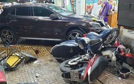 TP. HCM: Nữ tài xế lái Mercedes-Benz GLA250 tông hàng loạt xe máy, nhiều người nằm la liệt trên đường