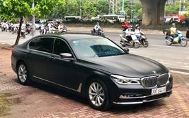 Độ 'full' ngoại thất đen nhám, BMW 7-series 2 năm tuổi bán lại giá hơn 3 tỷ đồng