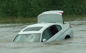 Cậu ấm 18 tuổi vứt BMW 3-Series mới tinh xuống sông vì muốn được tặng xe Jaguar làm quà sinh nhật