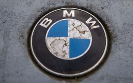Đích thân BMW giải thích ý nghĩa đằng sau logo: Không phải cánh quạt như mọi người nghĩ
