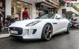 Jaguar F-Type trắng muốt của dân chơi Sài Gòn xuống đường, biển số là chi tiết gây tiếc nuối