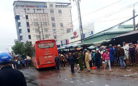 Hiện trường xe khách lao vào chợ, tông hàng loạt người đang mua bán, ít nhất 3 người chết