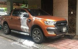 Đỗ trước cửa nhà người khác, Ford Ranger bị tạt sơn trắng khiến dân mạng tranh cãi