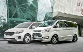 """Cùng tầm tiền 1,1 tỷ đồng, chọn Ford Tourneo """"full option"""" hay Kia Sedona tiêu chuẩn?"""