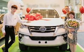 Mới mua Range Rover Evoque chưa lâu, Đức Phúc tiếp tục 'tậu' Toyota Fortuner dành tặng cha mẹ
