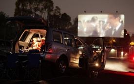 Ford lên ý tưởng lắp đặt máy chiếu phim trong lắp cốp xe, tiện lợi để giải trí khi đi du lịch và cắm trại