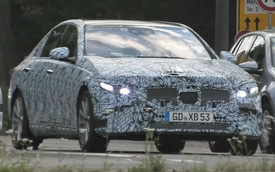 Mercedes-Benz C-Class 2021 lộ đèn pha mới