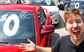 YouTuber mua 12 xe ô tô tổng trị giá cả trăm ngàn USD tặng người không quen biết