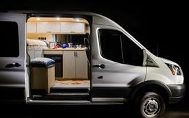 Ford Transit biến thành ngôi nhà di động: Nhà vệ sinh gây bất ngờ