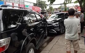 """TP. HCM: Xe """"điên"""" lao vào hàng loạt xe máy và ô tô, hất văng nhiều người ngã xuống đường"""
