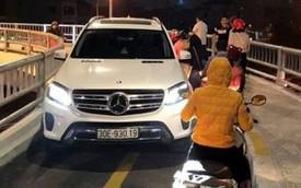 Hà Nội: Tài xế lái ô tô Mercedes đi vào cầu dành cho xe máy, còn đá vào đầu người phụ nữ bên đường khiến nhiều người bức xúc