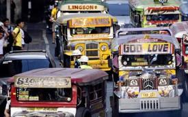 """Hình ảnh """"chất lừ"""" của xe buýt nhỏ jeepney trên đường phố Manila"""