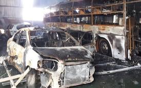 Cháy lớn gara sửa chữa ô tô, 4 xế hộp tiền tỉ bị thiêu rụi