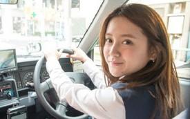 Lái xe taxi, cô gái nổi như cồn vì xinh như búp bê và sở hữu thân hình nóng bỏng
