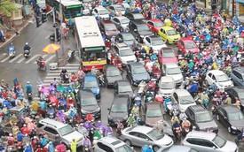 Ảnh: Đường phố Hà Nội tắc nghẽn trong ngày làm việc đầu tiên sau kỳ nghỉ lễ 30/4 - 1/5