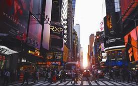 Bạn có thể phạm pháp và bị phạt nặng nếu vừa băng qua đường vừa bấm điện thoại ở New York