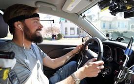 Ánh mắt là thứ khiến bạn mất tập trung khi lái xe, không phải não bộ