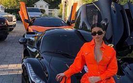 Khoe dáng như tỷ phú tự thân trẻ nhất thế giới Kylie Jenner: Body bỏng mắt, dàn siêu xe đằng sau còn khủng hơn