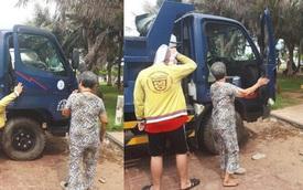 Người đàn ông đánh xe ben chở mẹ và con trai đi biển, đoạn trò chuyện của họ càng gây xúc động