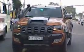 Tài xế xe bán tải ngổ ngáo trên đường bị cư dân mạng lên án là ai?