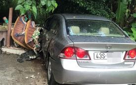 Ô tô mất lái đâm sập Miếu Ông Hổ ở Đà Nẵng, 1 người trọng thương