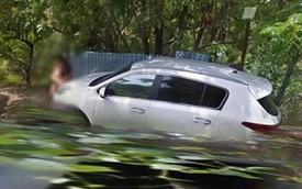 Đỗ Kia Sportage bên vệ đường để 'mây mưa', cặp đôi bị xe tự lái của Google ghi lại