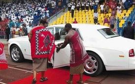 Nhà vua sắm 19 siêu xe Rolls-Royce tặng cho các bà vợ