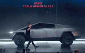 """Elon Musk giải thích vì sao cửa kính của xe Cybertruck bị """"toang"""" ngay trên sân khấu"""