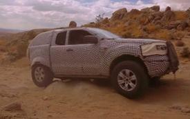 Ford Bronco nửa SUV, nửa bán tải khoe khả năng off-road trong video chính thức đầu tiên