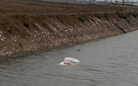6 giờ sáng phát hiện thấy ô tô chìm dưới sông, người dân tá hoả khi biết tung tích của tài xế