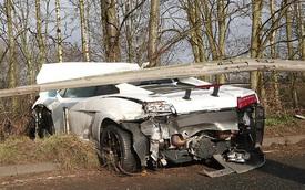 Lamborghini Gallardo nát bươm, sao MU hú hồn thoát chết