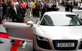 Các tỷ phú thế giới đi xe gì?