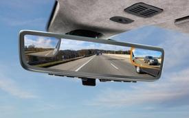 Aston Martin ra lò gương chiếu hậu thông minh mới: Tầm nhìn trước và 2 bên thu về hết 1 màn hình, không có điểm mù