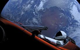 Đã tiến sát sao Hỏa, nhưng siêu xe điện của Tesla vẫn trễ hẹn với khách hàng