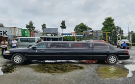Lincoln Limousine siêu hiếm bán lại giá 2 tỷ: Dài gần gấp đôi Mercedes-Benz S-Class, nội thất có ghế sofa, quầy bar 'sang chảnh'