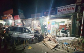 Khoảnh khắc xe tải mất lái, tông hàng loạt ô tô, lao vào 4 nhà dân bên đường khiến 3 người tử vong