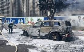 SUV Mercedes-Benz cháy trơ khung tại Hà Nội, nối dài năm hạn của xe sang tại Việt Nam