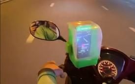 Sáng tạo bá đạo chống cướp giật của anh xe ôm công nghệ ở Sài Gòn, dùng món đồ trong nhà bếp này để bảo vệ điện thoại