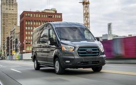 Vua doanh số Ford Transit ra mắt bản thuần điện: Giá quy đổi từ 1 tỷ đồng, chạy tối đa 202km