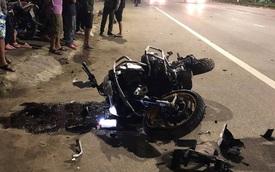 Clip ghi lại hoảnh khắc kinh hoàng khi mô tô BMW tông vào xe máy văng hàng chục mét rồi bốc cháy trên đường