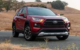 Toyota 'nở mày nở mặt' nhờ Camry và RAV4, chứng minh sedan vẫn sống tốt dù SUV đang lên ngôi