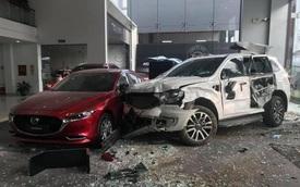 Nghi nhầm chân ga, nữ tài xế Ford Everest húc đổ nát showroom ô tô, hiện trường để lại gây ám ảnh