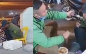 Tài xế xe công nghệ bón từng miếng bún cho người đàn ông lang thang, hành động tử tế xua tan giá rét mùa đông Hà Nội